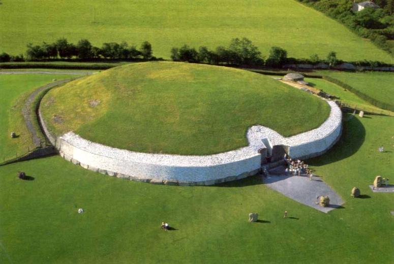 Newgrange_from_air