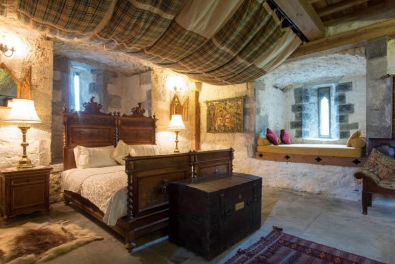 Turin Castle Mayo Bedroom